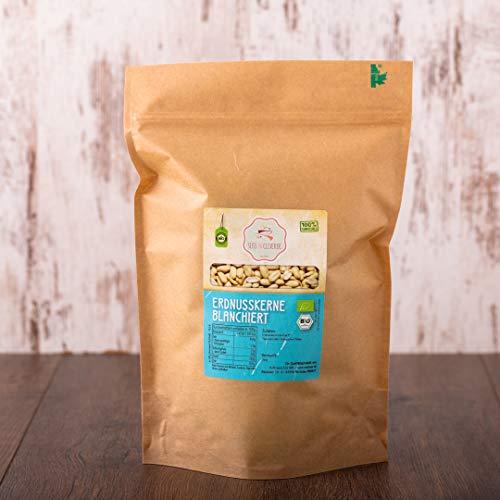 süssundclever.de® Bio Erdnusskerne, blanchiert | 1 kg | Rohkost | 100{b59e408c65444abbd4bc81be14bdc4221ecbb7aaeb1355c42bfe66a7f4909477} naturbelassen und unbehandelt | plastikfrei und ökologisch-nachhaltig abgepackt (1000)